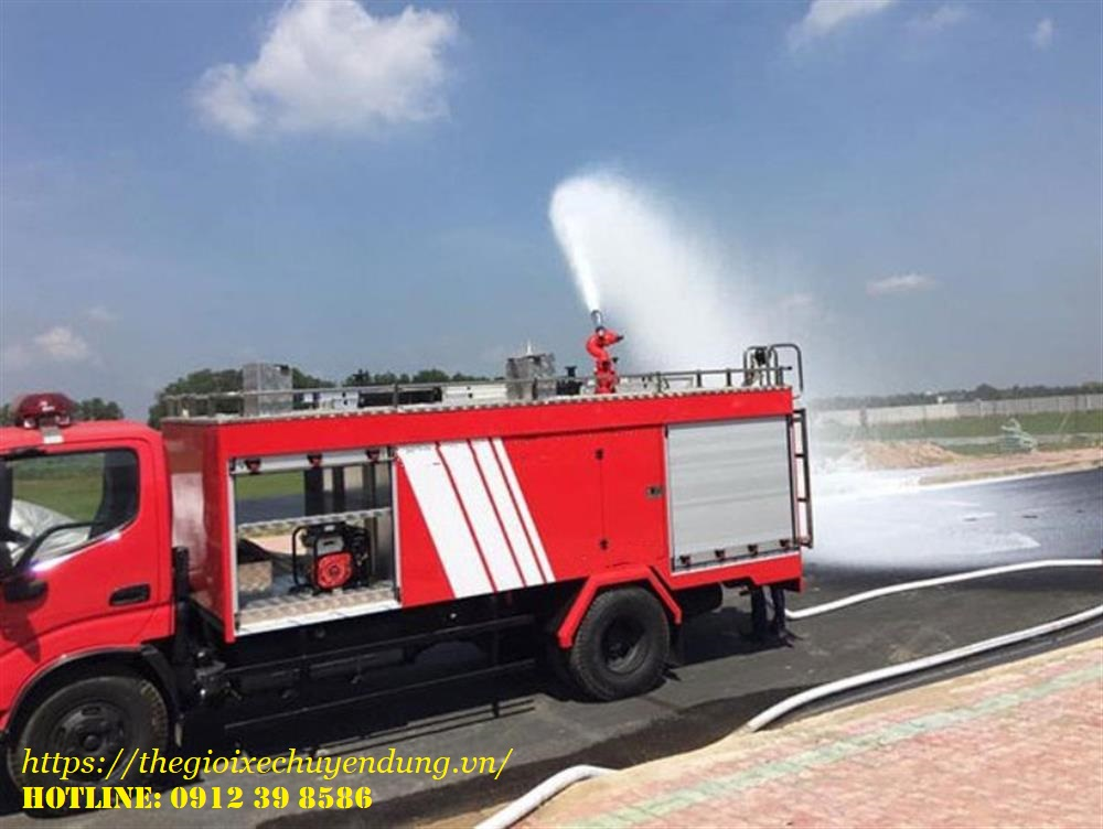Xe ô tô cứu hỏa Hino