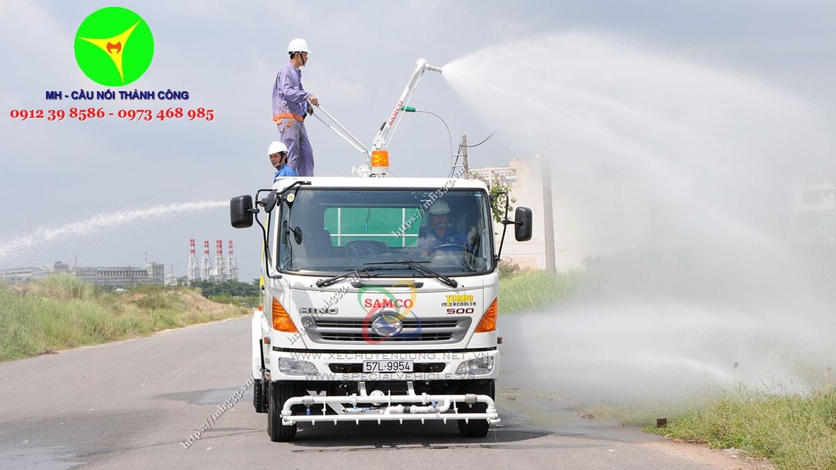 xe bồn tưới nước rửa đường